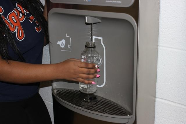 Water+bottle+re-filler+enforces+green+school+status